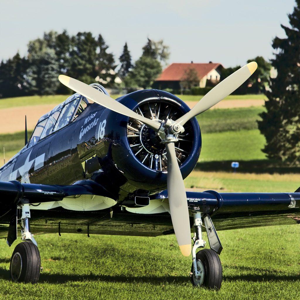 propeller-plane-2131438_1280